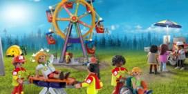 Rode Kruis strikt Playmobil-figuurtjes om sticker te sieren