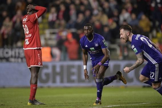 Nieuwkomer Bolasie bezorgt Anderlecht in extremis drie gouden punten
