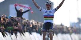 Mathieu van der Poel schrijft geschiedenis met zege in Middelkerke en is voor vierde keer in vijf jaar eindwinnaar Superprestige
