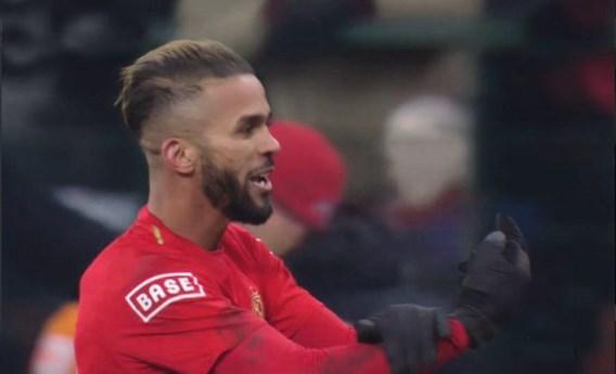 """Procureur vraagt twee matchen schorsing na middelvinger Carcela: """"Wilde geen gebrek aan respect tonen richting ref"""""""