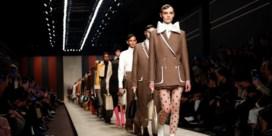 Fendi eert Lagerfeld een laatste keer op de catwalk
