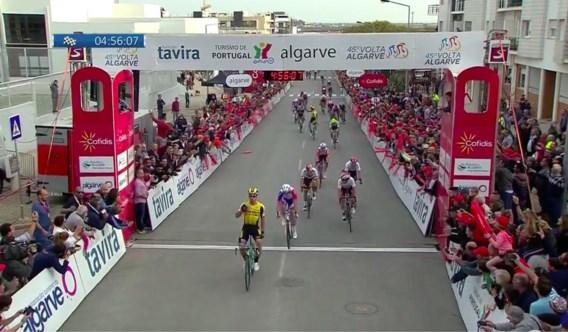 Dylan Groenewegen wint met overmacht in Algarve, Philipsen bevestigt met knappe derde plaats