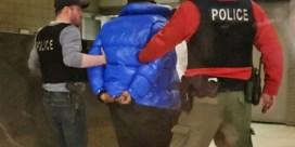 Van misbruik beschuldigde zanger R. Kelly geeft zichzelf aan bij de politie