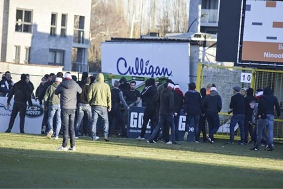 Eendracht Aalst-RWDM eindigt met veldslag tussen supporters