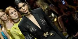 Versace brengt ons terug naar de jaren negentig
