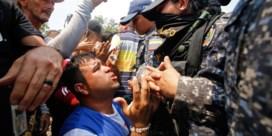 Geweld aan Venezolaanse grens laait op, Guaidó vraagt opnieuw om internationale steun