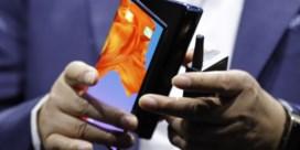 Smartphone vouwt dicht met scherm naar buiten