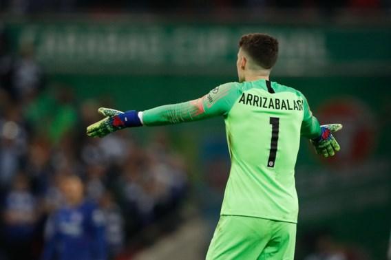 Kevin De Bruyne en Vincent Kompany winnen de League Cup met Manchester City, maar doelman Chelsea eist de hoofdrol op met geweigerde wissel