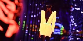 Yves Saint Laurent licht de catwalk op in Parijs