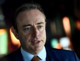 De Wever: 'Antwoord moet niet puberaal zijn omdat puberteit betoogt'