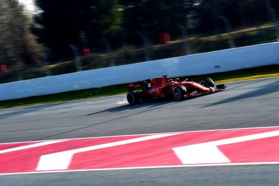 Toptijd voor Ferrari tijdens F1-test Barcelona, teamgenoot Max Verstappen crasht