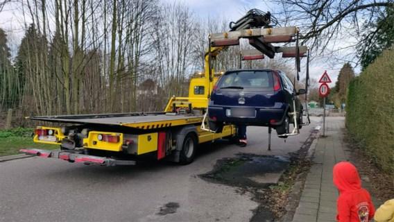 Politie laat auto wegslepen die al zes jaar geparkeerd staat in Mortsel