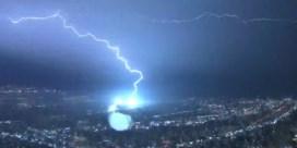 Spectaculaire bliksemshow verlicht de nachtelijke hemel van Los Angeles