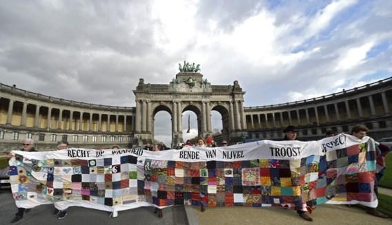 Enkele mensen betogen in Brussel voor betere hulp voor terreurslachtoffers