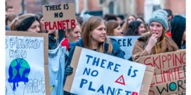 Scholen organiseren verplichte klimaatmars met tweeduizend leerlingen door straten centrum