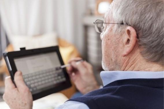 Mag een gepensioneerde leraar bijverdienen als zelfstandige?