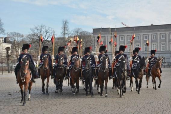 Politieruiters riskeren straf omdat ze niet door de urine van paard wilden stappen
