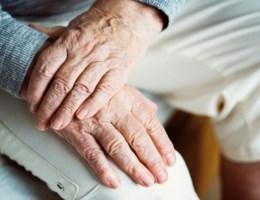 Hoe bespreek ik het levenseinde met mijn bejaarde ouders?