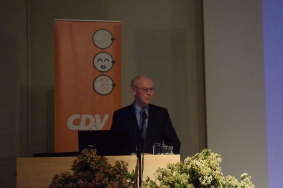 Herman Van Rompuy: 'In elk normaal land was Theresa May al lang afgetreden'