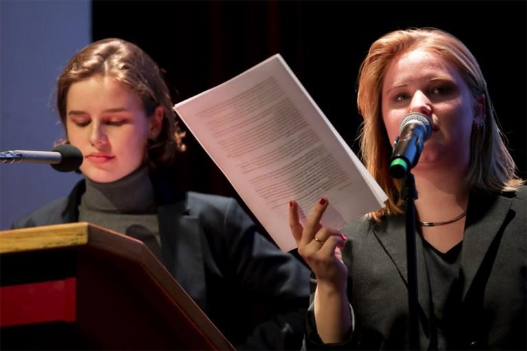 Klimaatactivistes Anuna De Wever en Kyra Gantois stellen boek voor