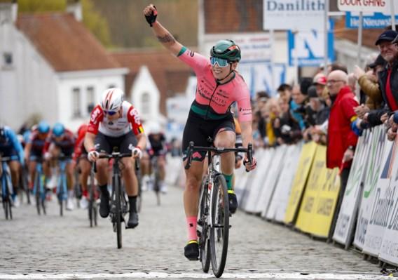 """Nederlandse Lorena Wiebes spurt in Nokere Koerse naar zege bij de vrouwen, Kopecky wordt derde: """"Dat belooft voor het voorjaar"""""""