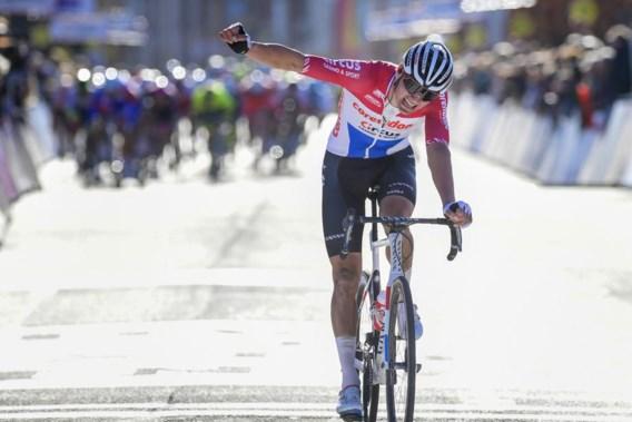 Vier dagen na zware val wint Van der Poel al koers
