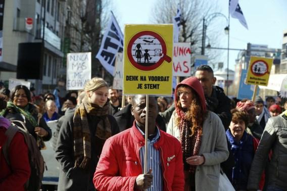 Duizenden mensen komen in Brussel op straat tegen racisme