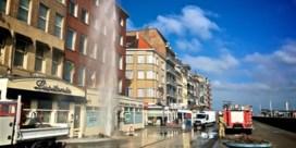Water spuit vijf verdiepingen hoog na lek