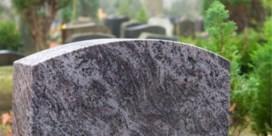 Dertigtal graven beschadigd op kerkhof Wevelgem: 'Zeer spijtige zaak'