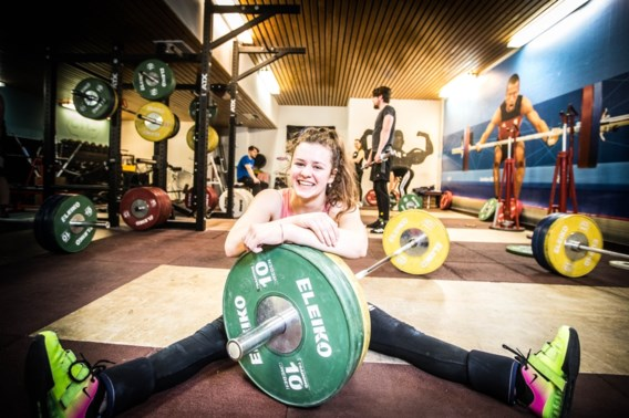 Ex-turnster Nina Sterckx verbetert haar Belgisch Record op EK gewichtheffen en is beste in B-groep