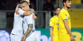 Radja Nainggolan helpt Inter met doelpunt voorbij Frosinone