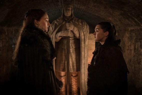 De eerste aflevering van 'Game of thrones': politieke spelletjes en flirten boven de smidse
