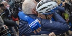 """Dolblije Philippe Gilbert huilt, ook Sep Vanmarcke in tranen na Parijs-Roubaix: """"Zonder die pech hadden ze mij er nooit afgereden"""""""