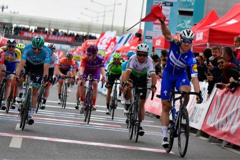 Zelfs Turkse vlag tussen zijn fiets kan Jakobsen niet van 24e zege voor Deceuninck-Quick Step houden