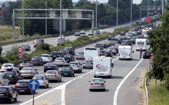 Hele paasweekend uitzonderlijk druk op de weg: 'Neem fris water mee, voor in de file'