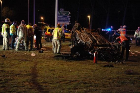 Vier zwaargewonden na crash tegen rotonde in Maasmechelen