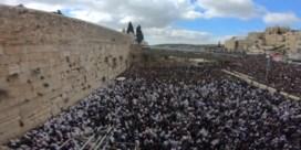 Duizenden joden ontvangen priesterzegen bij westmuur in Jeruzalem