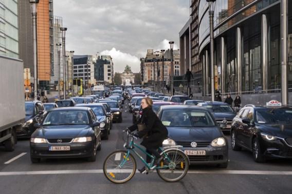 Greenpeace wil dat volgende Brusselse regering auto's op fossiele brandstoffen bant