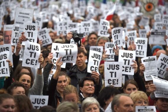 Duizenden op straat tegen toedekken van Babis