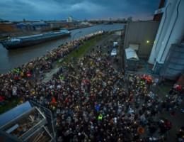 Meer dan duizend aanwezigen op stille wake voor Julie: 'Dit had nooit mogen gebeuren'