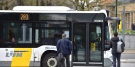 'Het aandeel van bus, tram en metro in het woon-werkverkeer is op tien jaar tijd gehalveerd'