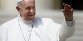 Paus verplicht geestelijken om seksueel misbruik te melden
