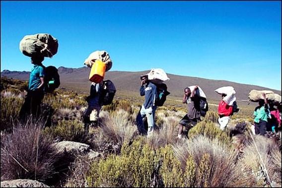 Tanzaniaanse dragers en gidsen ontzet over kabelbaan op Kilimanjaro