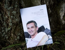 Intiem afscheid van overleden radiopresentator Christophe Lambrecht