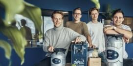 Jonge ondernemers tappen mojito's van het vat