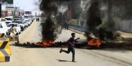 Eerst traangasgranaten, dan democratische beloftes