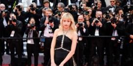 Zangeres Angèle op de rode loper van Cannes