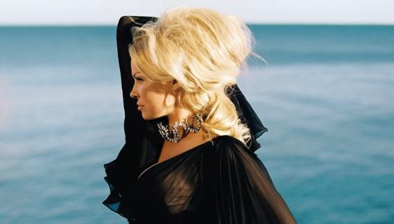 Pamela Anderson voor het eerst op de cover van Vogue