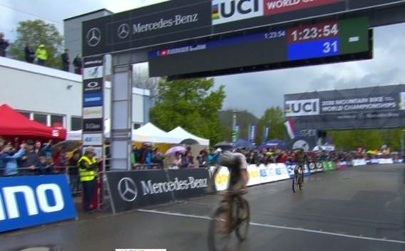 Mathieu van der Poel kwalificeert zich voor Olympische Spelen na tweede plaats in Wereldbeker Albstadt
