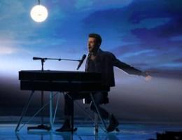 Gepest op school, zelfzeker achter de piano: wie is Songfestivalwinnaar Duncan Laurence?